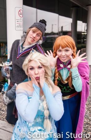 Frozen Cosplayers Kristoff DV8 Props Elsa Scarlette Cosplay Anna Kimmy & Emmie Cosplay Scott Tsai Studio AniRevo Winter 2015