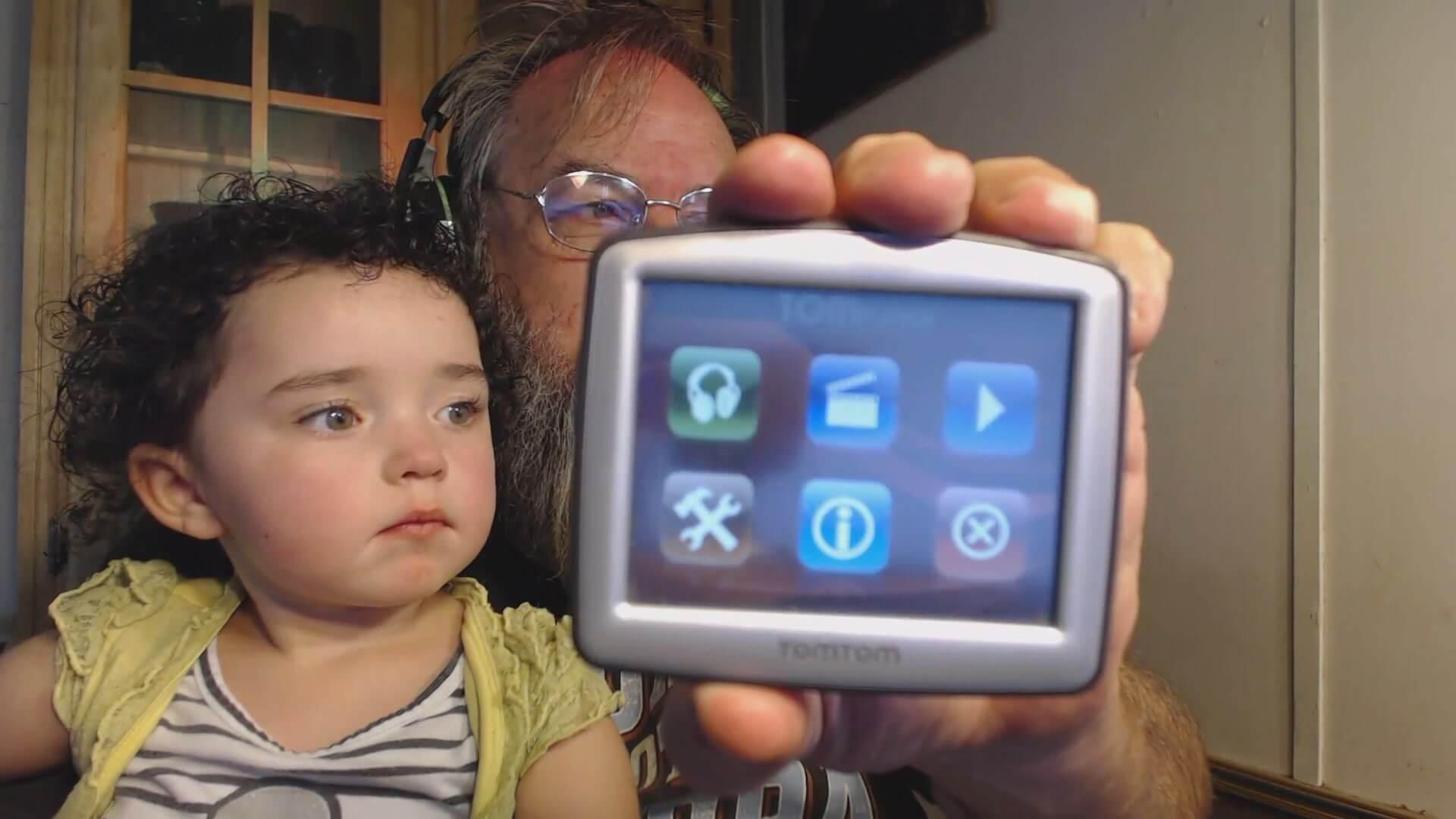 TomTom GPS Re-purposing into Media Player - Dragon Blogger